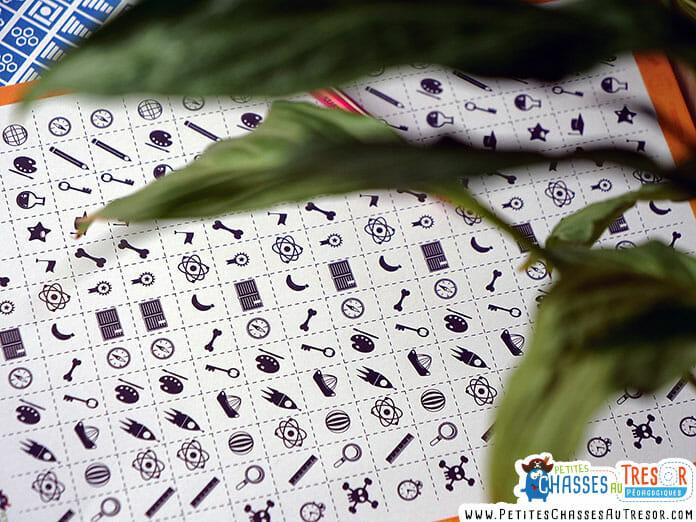 Modèle d'alphabet codé à découper