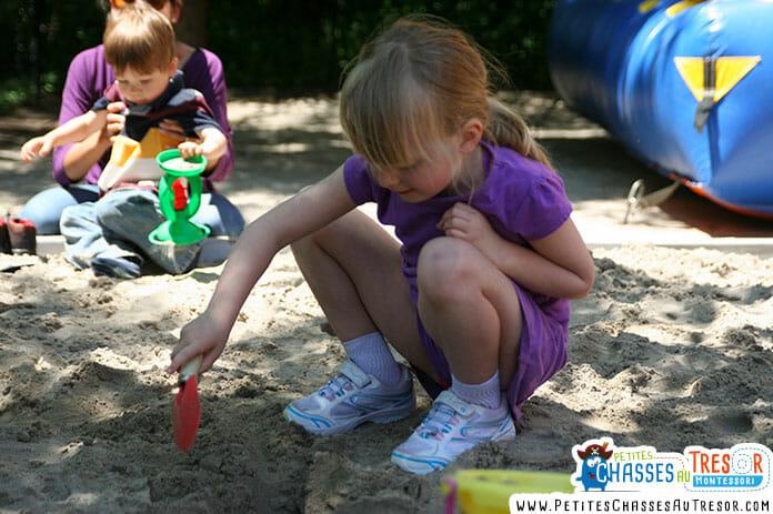 Découvrir le monde en s'amusant avec l'école montessori à la maison
